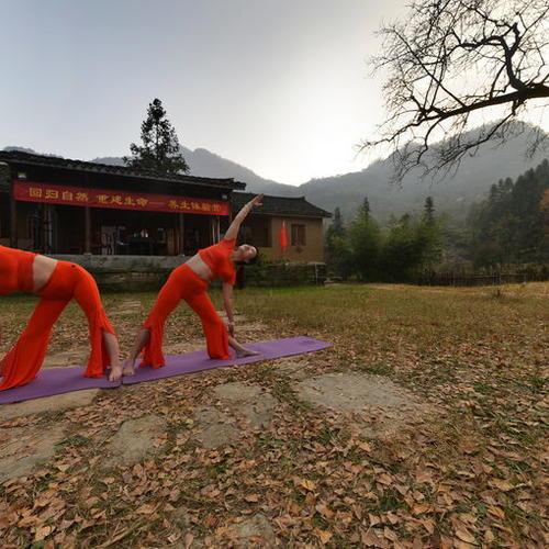 武当山全真草堂瑜伽姿势